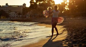 Kıbrıs'ta Giyim Tarzı Avrupalılara Benzemektedir