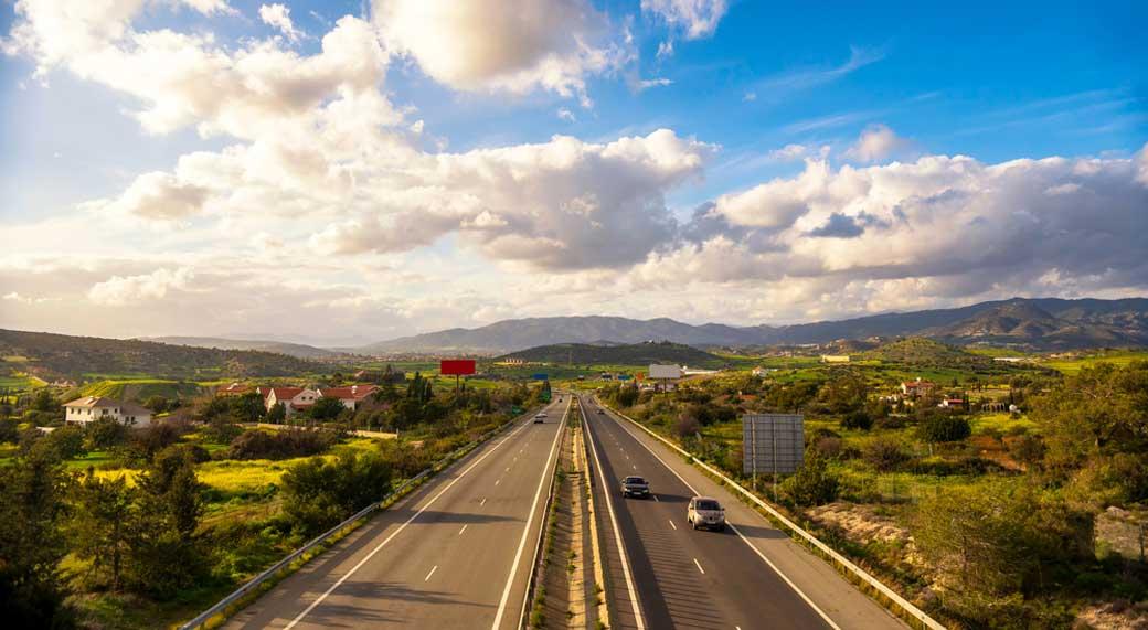 Kıbrıs'ta Trafik Soldan Akmaktadır